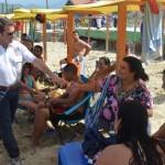 H1.- Mandatario Local compartió con bañistas de diferentes ciudades
